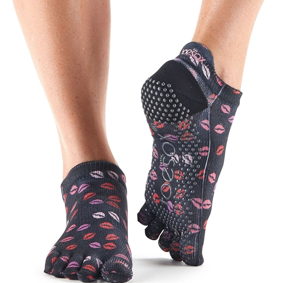 toesox womens grip full toe low rise yoga socks, smooch - love collection