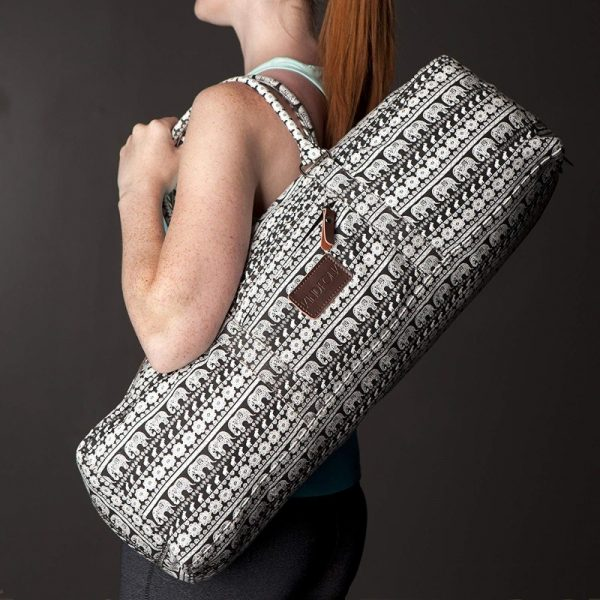 woman carrying a kindfolk yoga mat duffle bag